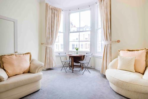 Picture of Bright Coleherne Road Apartment