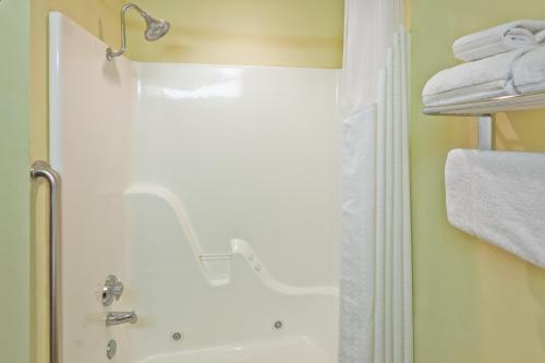 Holiday Inn Express Hotel & Suites Paragould - Paragould, AR 72450