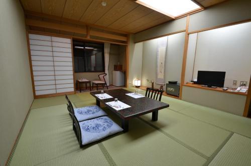 Ryotei Ryokan Miyoshi image