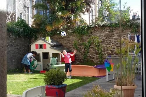 . City center kids closed garden wooden deck high speed internet Netflix