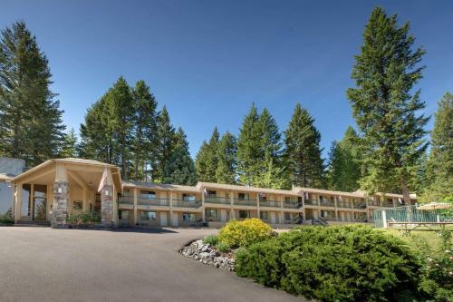 . Timbers Motel Travelodge by Wyndham Bigfork