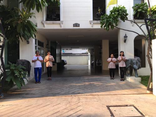 Chez Moi Bangkok Serviced Apartment Chez Moi Bangkok Serviced Apartment