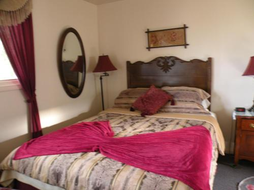 Bluebird Motel - Claresholm, AB T0L 0T0