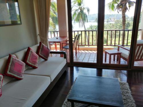 Tropical Beachside Villa - Infinity Pool Tropical Beachside Villa - Infinity Pool