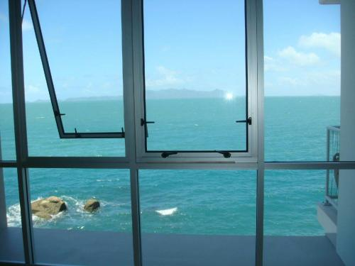 Best at Bright Point Absolute Waterfront 4 bedroom apartment