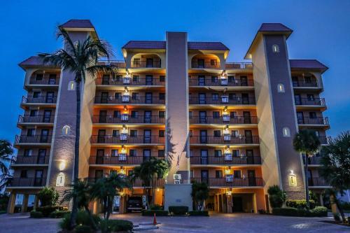 Cane Palm Beach Club 704