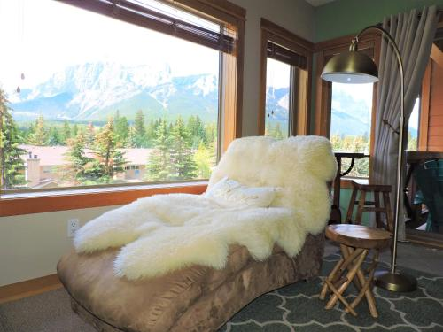 Fenwick Vacation Rental Glorious Mountain 2 Bedroom