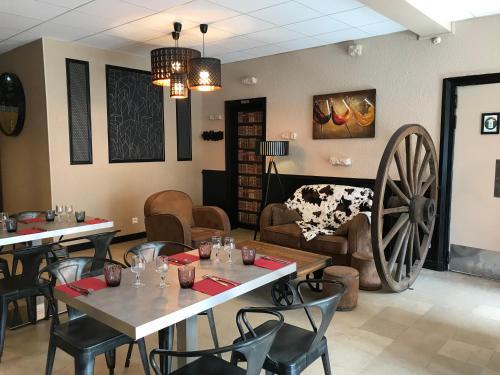 . Hotel du Centre - Restaurant le P'tit Gourmet