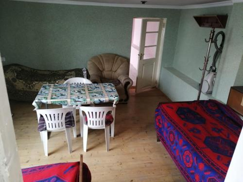 Sunny- Budget Triple Room, İsmayıllı