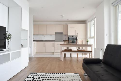 Picture of 2 Bedroom Riverside Flat In Greenwich With Large Balcony