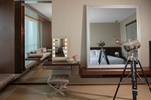 Paramount Hotel Dubai - image 2