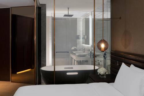 Paramount Hotel Dubai - image 3