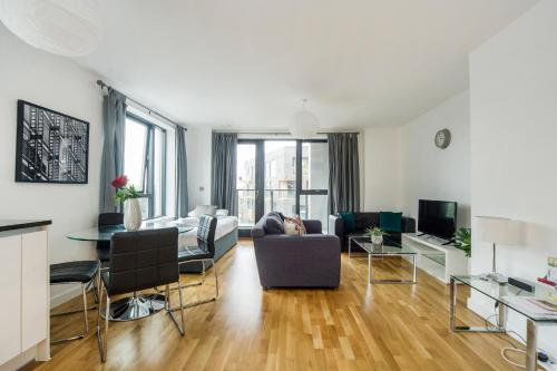 Greenwich Two Bedroom Apartments - image 3