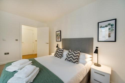 Greenwich Two Bedroom Apartments - image 8