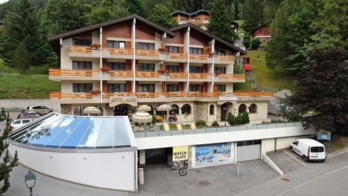 . Hotel Alex