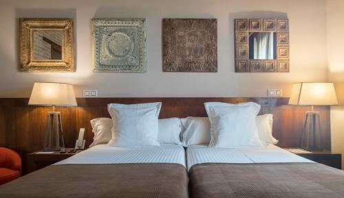 Doppelzimmer mit Zustellbett Abad Toledo 6