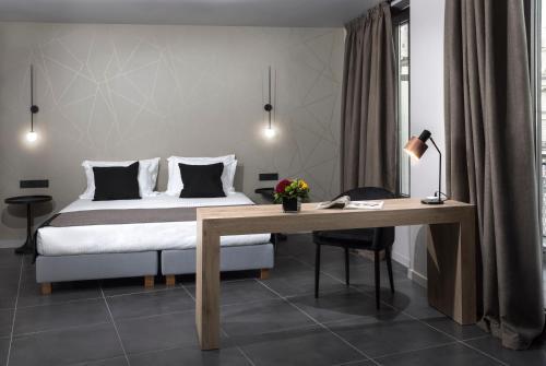 . Azur Suites