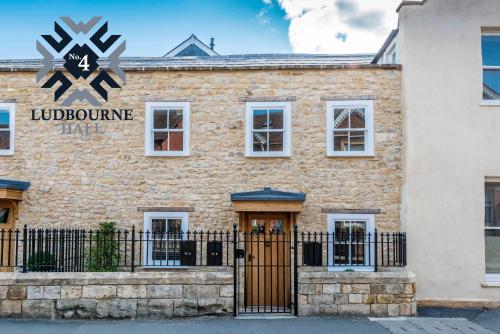. No.4 Ludbourne Hall