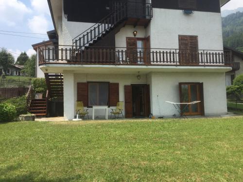 Appartamento a Borno + 500 mq di giardino - Apartment - Borno