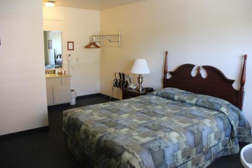 Schooner Bay Motor Inn - Rockport, ME 04856
