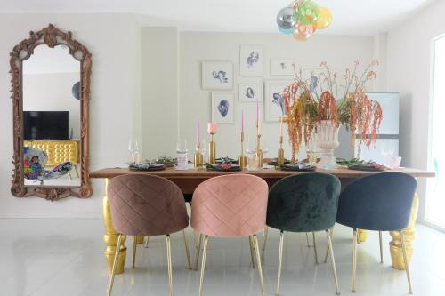 Stay Quirky in Eclectic interior @ENVY Home Stay Quirky in Eclectic interior @ENVY Home