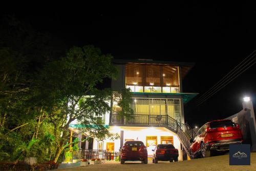 . Mount Seven Holiday Inn