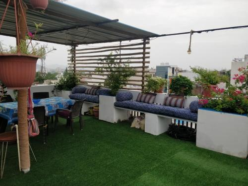 . The Blue House Studio Apartment w/ access to Rooftop Terrace