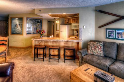Building Four - One-Bedroom Suite
