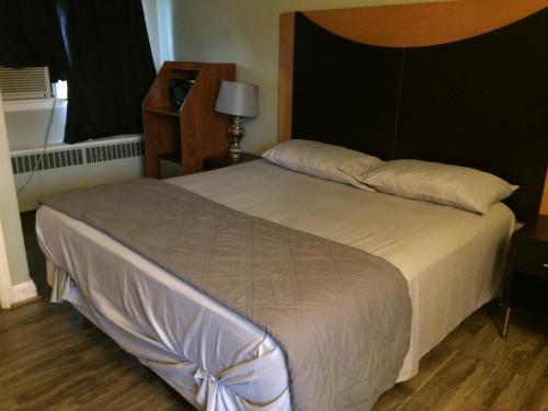 . Dell Motel