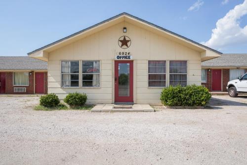 . OYO Hotel Breckenridge TX Hubbard Creek Lake