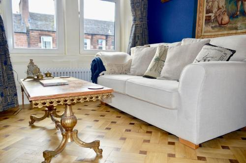 Imperial Themed Boutique 1 Bedroom Flat Off Leith Walk