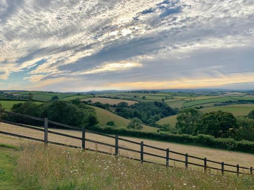 Totnes, England, TQ9 7HH, England.
