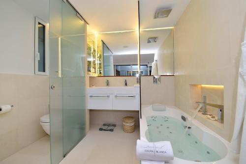 Habitación Doble Premium con vistas al mar Boutique Hotel Spa Calma Blanca 7