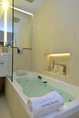 Habitación Doble Premium con vistas al mar Boutique Hotel Spa Calma Blanca 12