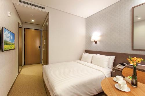 Business Double Room - No Window