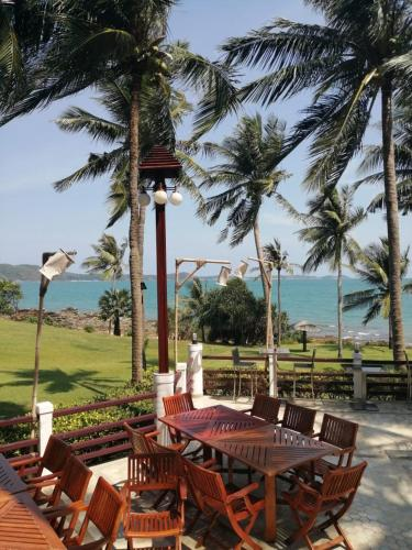 Rayong Beach Condotel Apartment first line to the sea Rayong Beach Condotel Apartment first line to the sea