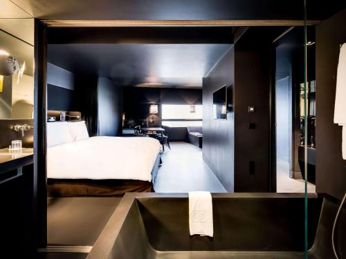 SO Black Suite with Danube Canal View