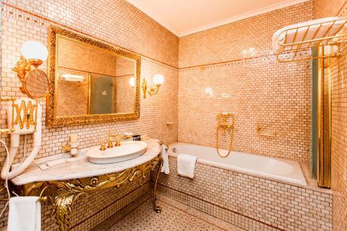 Petroff Palace Boutique Hotel - image 13