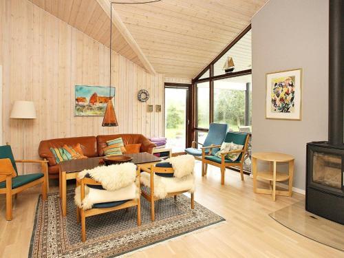 Four-Bedroom Holiday home in Ålbæk 10, Pension in Ålbæk