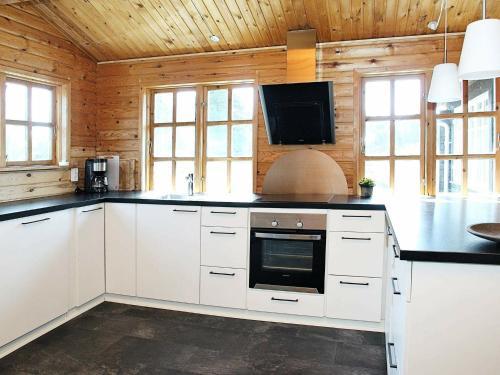 Three-Bedroom Holiday home in Ålbæk 41, Pension in Ålbæk
