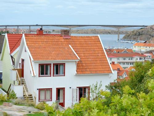 . Two-Bedroom Holiday home in Kungshamn 2