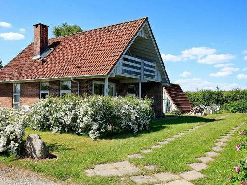 . Three-Bedroom Holiday home in Hesselager 2