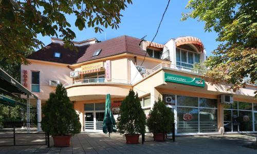 . Acropolis Hotel
