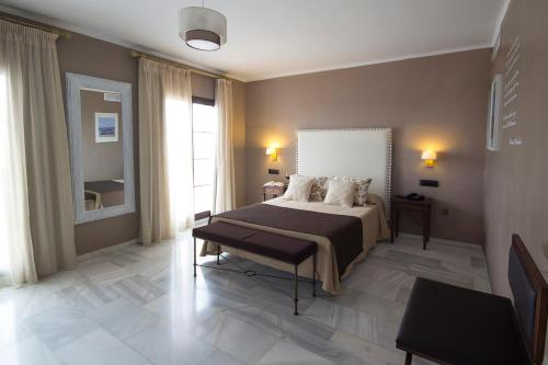 Double or Twin Room with Private Terrace and Sea View Hotel La Fonda 39