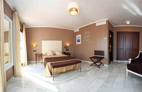 Double or Twin Room with Private Terrace and Sea View Hotel La Fonda 55