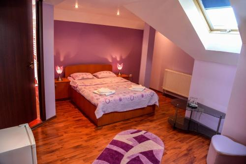 Cameră dublă mică - Mansardă (Small Double Room - Attic)