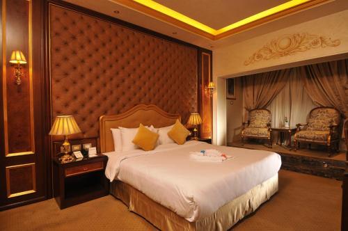 Golden Inn Hotel - image 7
