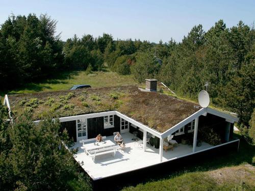 Four-Bedroom Holiday home in Ålbæk 15, Pension in Skram