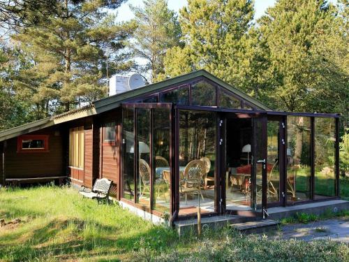 Three-Bedroom Holiday home in Ålbæk 54, Pension in Skram