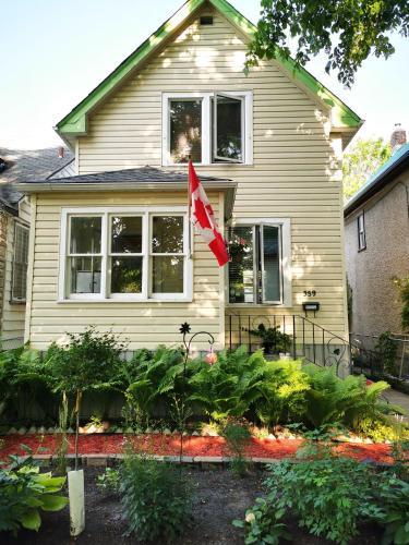 Aromansse Bed & Breakfast - Winnipeg, MB R3G 1X5
